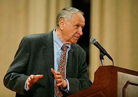 Commentator William Safire analyzed both Democrat and Republican presidential campaigns at Alumni Hall Monday night. (Photo by Jeremy Hogan)