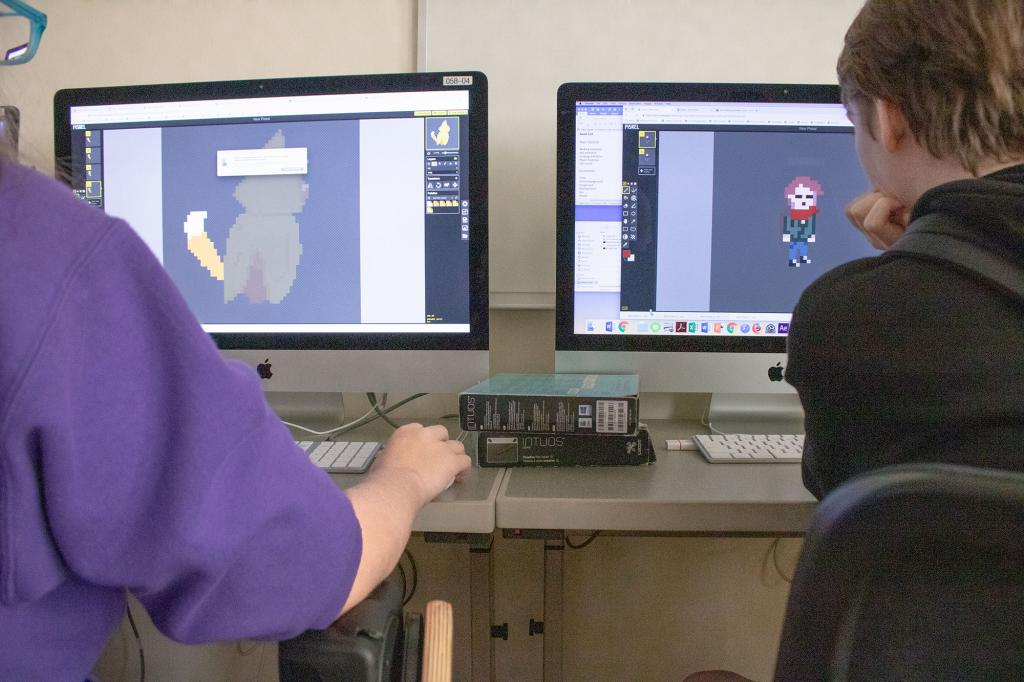 Evi Headdy (left) and Emily Groves (right) create pixel art with the software Piskel.