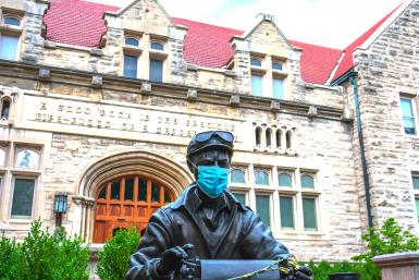 Ernie Pyle statue wearing a mask