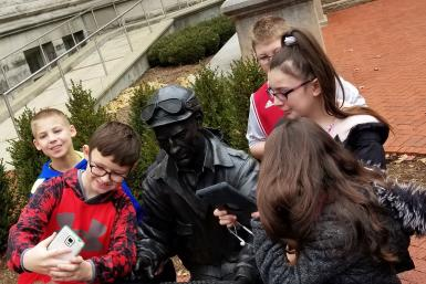Stalker Elementary School students take a selfie with the Ernie Pyle statue